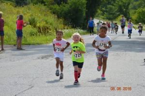 Participants in the 2016 Kids Fun Run